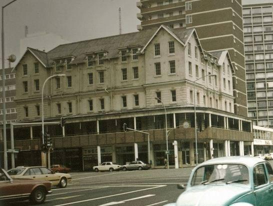 Waverley Hotel cnr West and Aliwal Sts.